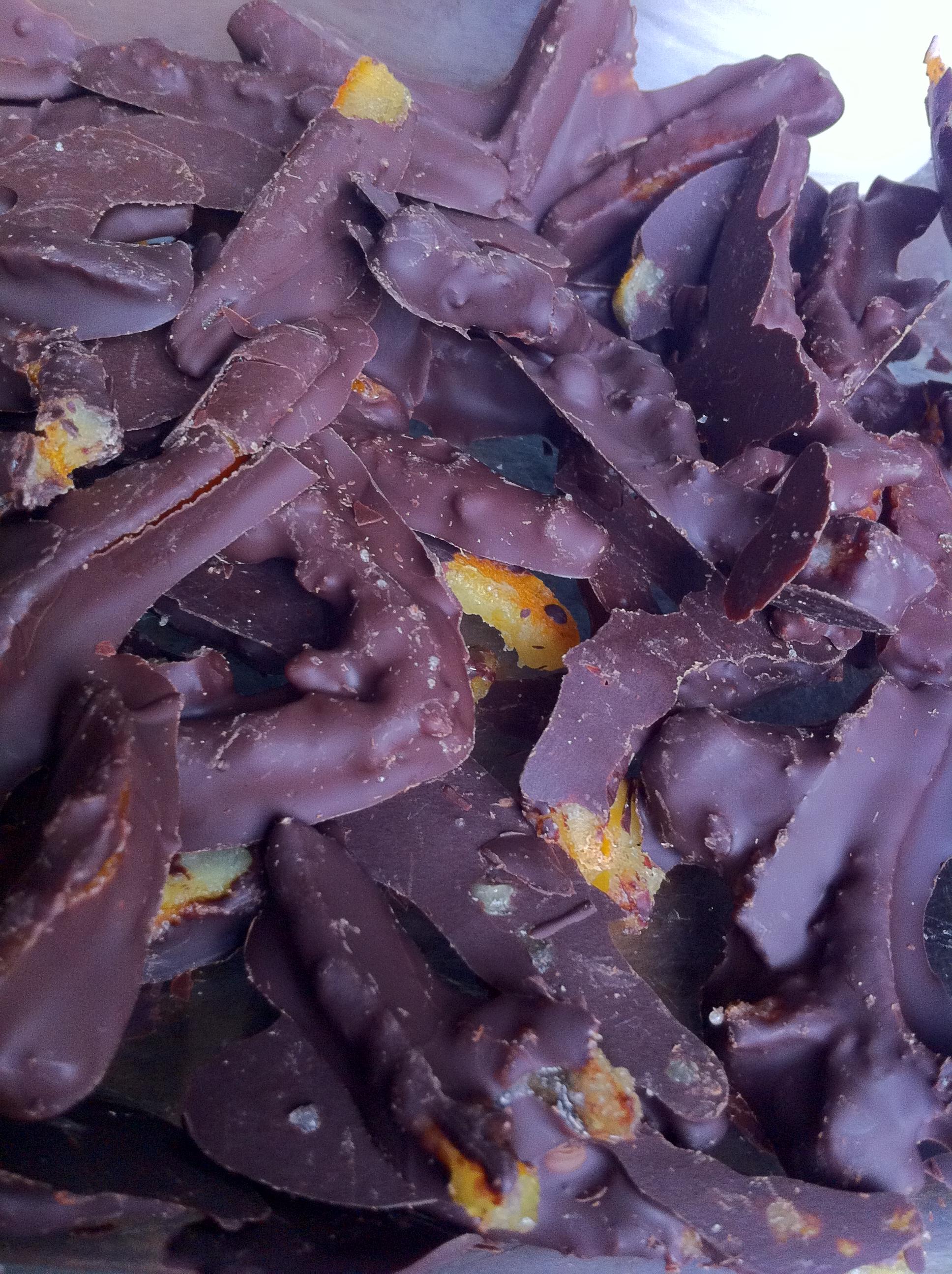 bucce-darancia-candite-ricoperte-di-cioccolato-7.JPG