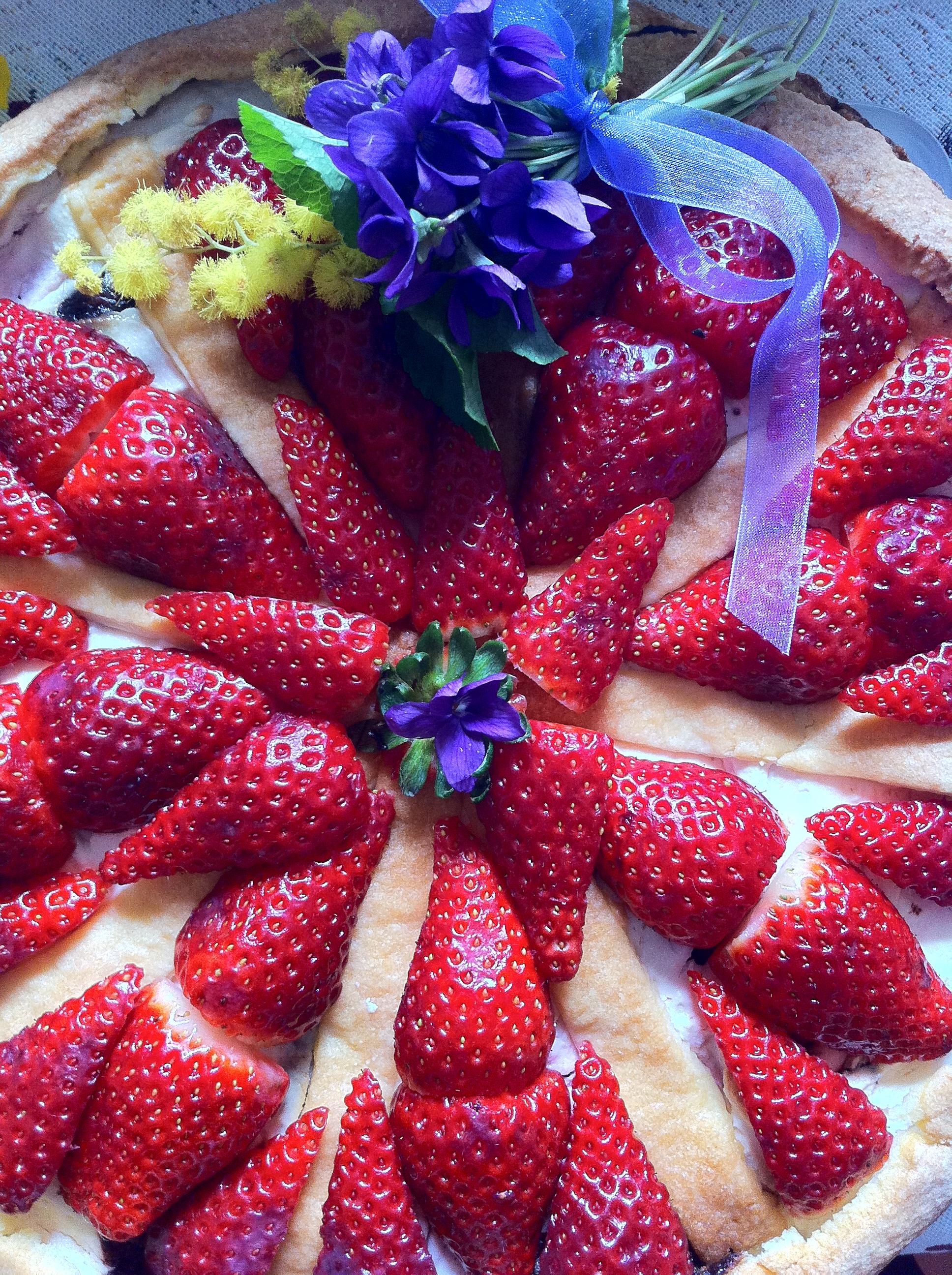 torta-con-ricotta-fragole-e-crema-di-nocciole-2.JPG