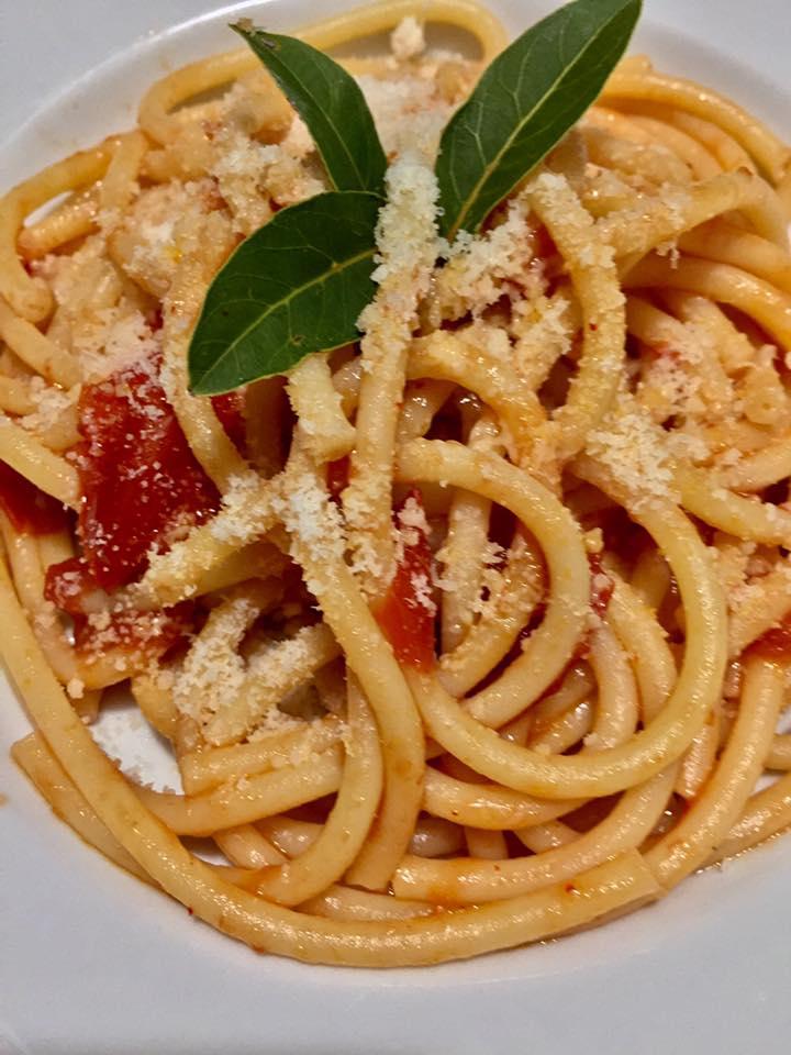 pasta-con-pomodoro-e-alloro-2.jpg